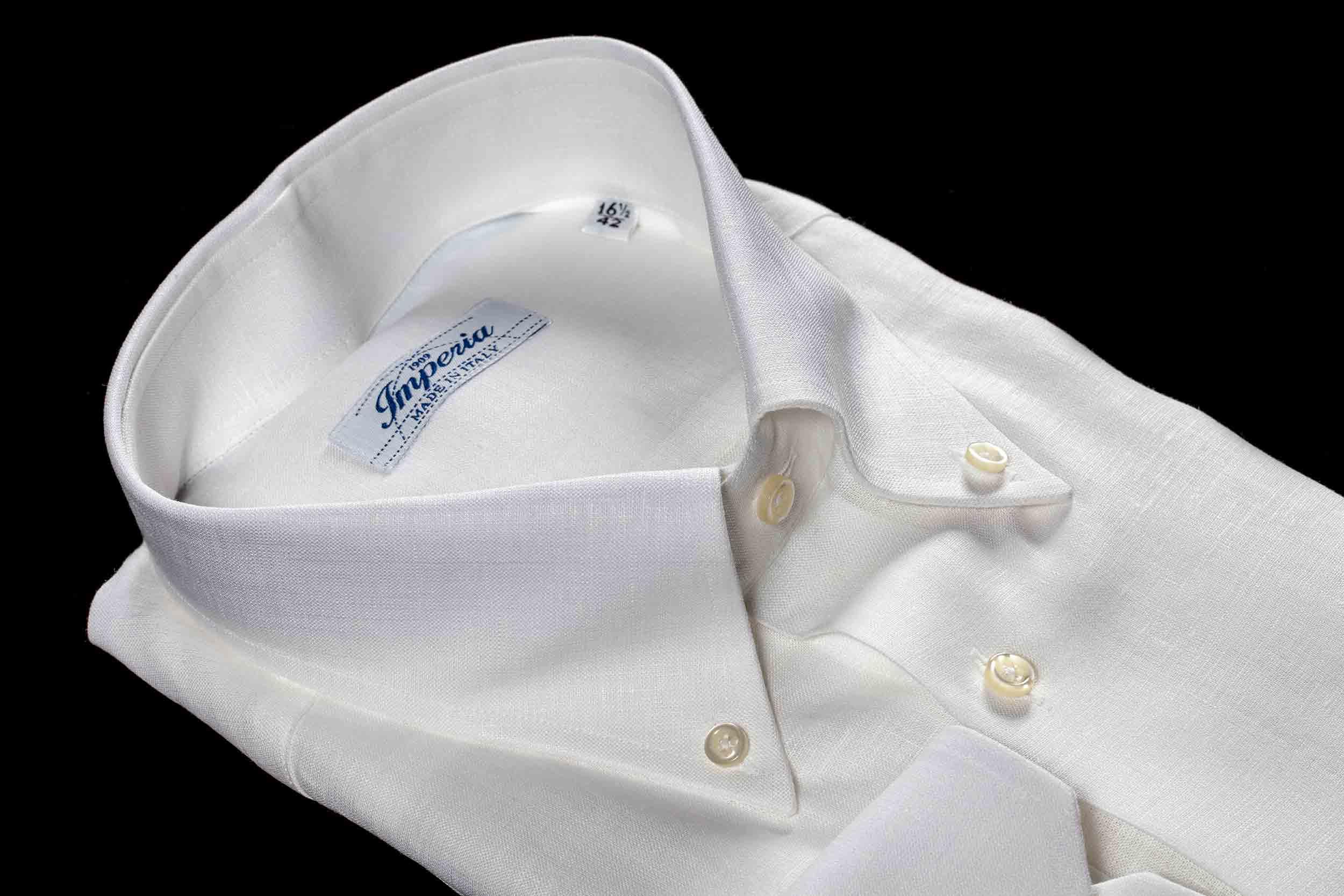 Camicia da uomo bianca con collo Button down lavorata dalla Camiceria Smeralda di Camerano Ancona