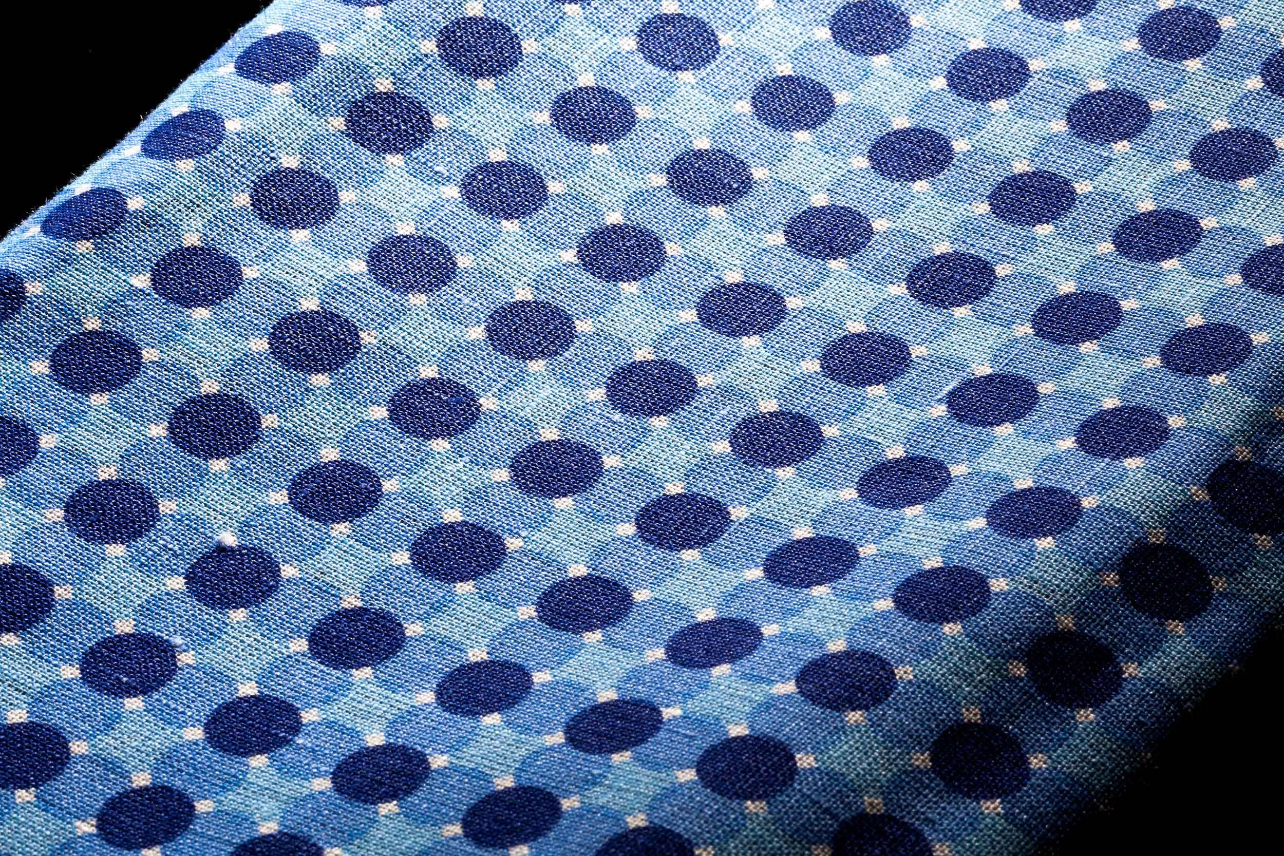 Tessuto italiano per camicia a pois blu Camiceria Smeralda Camerano Ancona