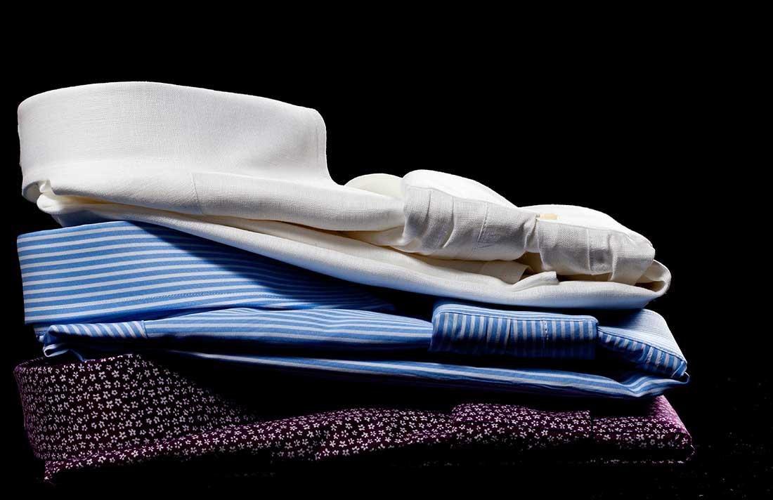 Come Piegare Una Camicia Stirata.Come Piegare La Camicia Da Mettere In Valigia Camiceria